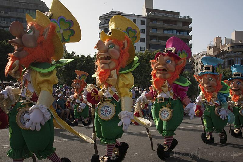 "The murga ""Los Mamelucos"" walks Santa Cruz streets during 2020 Carnival"